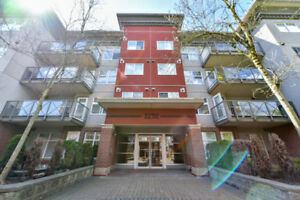 JUST LISTED! Mint Condition 1 Bedroom Condo! Walk to Skytrain!