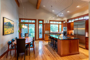 BEAUTIFUL 3BR 3BATH Chalet with AMAZING location in Whistler