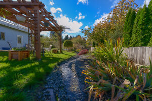 BEAUTIFULLY UPDATED Family home on .22 acre Comox / Courtenay / Cumberland Comox Valley Area image 10