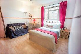 Bright double room in Shepherds Bush
