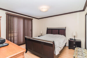 Beautiful Queen size bed for sale!