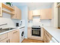 Great 1 Double Apartment Set In Well Maintained Block Moments From Bank & Cannon Street Station