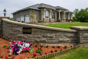 Luxurious bungalow - Walk out basement - Large pool