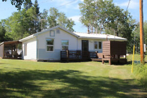 2 Bdrm Bungalow on 3.84 Acres north of Roblin near Boggy Creek!