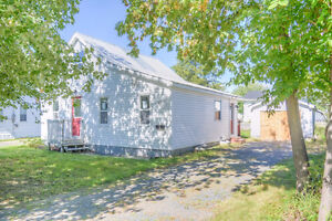 Don't Let the Paint Fool You! Great Starter Home in Fredericton