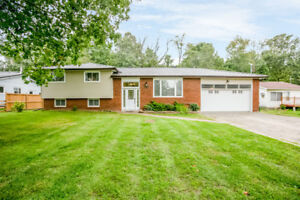 Gorgeous country home on huge property in Innisfil!