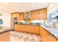STUNNING 5 BEDROOM HOUSE WITH DRIVEWAY, SPACIOUS DOUBLE RECEPTION ROOM, BOOK NOW!