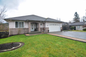 Gorgeous family home on 1/3 acre in Valley View!