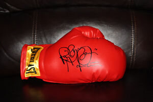 """Excellent condition Boxing Ray """"Boom Boom"""" Mancini signed glove"""