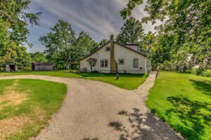 Country Home on .89 Acres Near Ingersoll and 401
