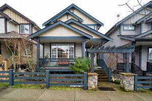 $729900 | Bright & Welcoming 4BR 2207ft2 Cloverdale Home