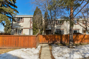 Gorgeous 3 Bedroom Town Home in Aldergrove!
