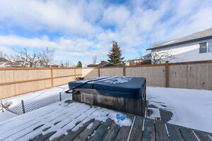5 Beds 3.5 Baths Heated Garage Bonus Room HUGE YARD, in Leduc !!