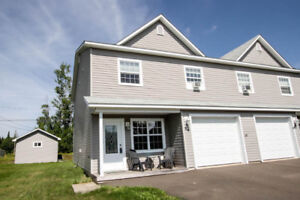 2 Storey Semi Detached Home Shows Beautifully!