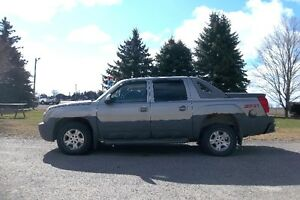 2002 Chevrolet Avalanche Z71- Crew Cab.  VALID E TEST INCLUDED