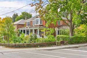 Cedarvale Renovated Home with Cottage Inspired Spaces