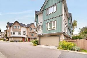 Spacious 3 Brs+2.5 Bath Coner Townhouse@McLennan North