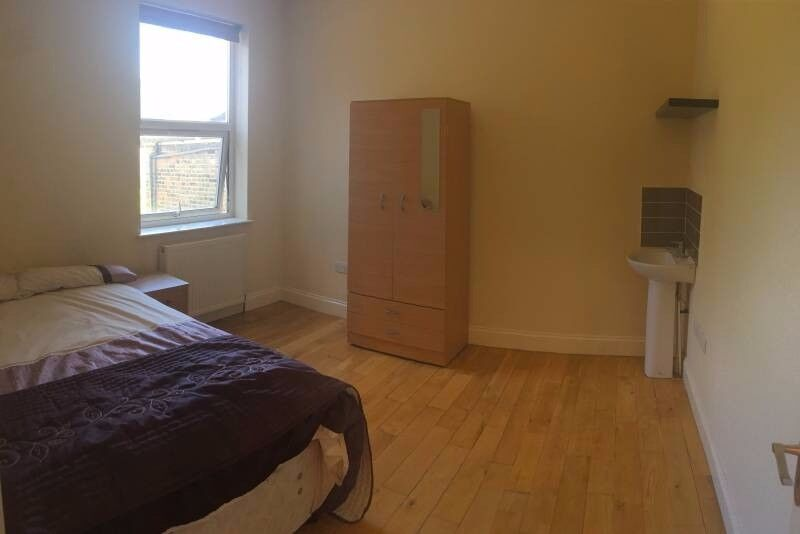 Professional wanted for furnished double room