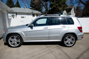 2011 Mercedes- Ben GLK350 AWD 4 Matic - Comes with warrantee