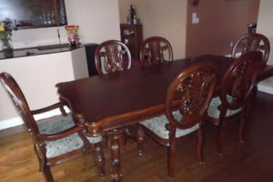 Beautiful Dining Set with 6 Chairs and Hutch