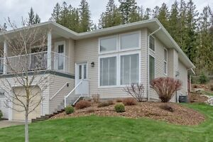Beautiful Town Home in The Villas in Lumby, BC