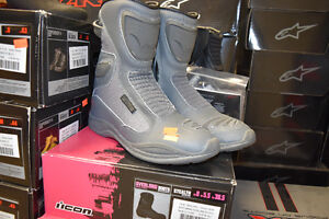 ONE PAIR LEFT IN STOCK!!! WOMENS REIGN MOTORCYCLE BOOT!