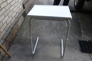Table d'appoint ajustable