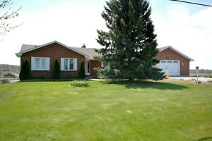 BEAUTIFUL BUNGALOW IN LEFROY (INNISFIL) WITH SHOP