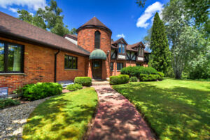 LOVELY HOME NESTLED AT 70 Gilmour Road, Puslinch