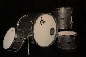Gretsch Renown Maple Drum Kit w/SKB Cases