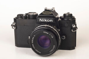Nikon FE film camera 35mm & accessoire...excellent