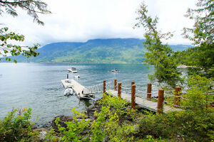 Salmon Arm - 5bdrm Waterfront Log Home located on 3 Acres