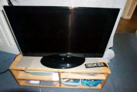 """Samsung 32"""" full hd lcd tv with freeview"""