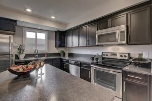SW EDM QUICK POSS TOWNHOME-INCL. GARAGE AND LANDS-NO CONDO FEES