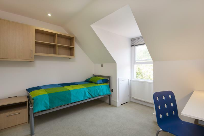 Studio flat in Finchley Road, Hampstead