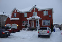 Grand 7 1/2  A Brossard quartier 10/30