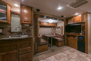 Wind River RKS 23 Luxury Travel Trailer for rent 29'