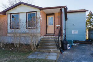 AMAZING PROPERTY IN 105 TUPPER DR