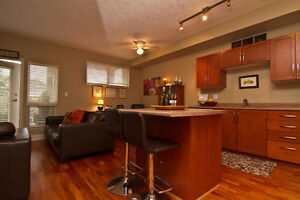 Spotless 2 bdr/2bath next to the golf course in Esquimalt!