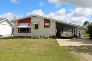 2 Bdrm Bungalow for Sale in Grandview, MB!