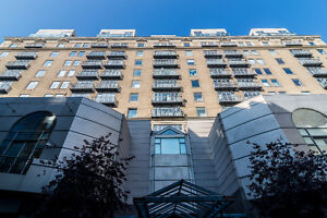 DOWNTOWN - LUXURIOUS CONDO WITH VALET PARKING