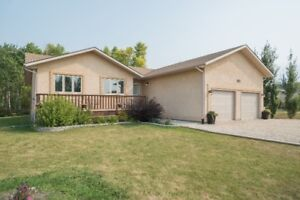 Introducing 135 Prarieside Crescent! 1505 sqft 3 bed,3 bath Home