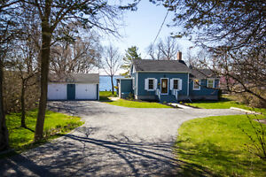 STUNNING WATERFRONT PROPERTY IN BATH, ON