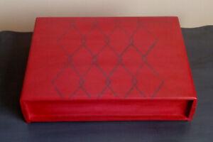 Red Box with Stencil (Chalk Paint) / Boîte rouge avec pochoir