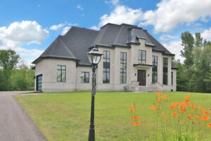 Exquisite Custom Built 4 Bedroom Home in Emerald Links