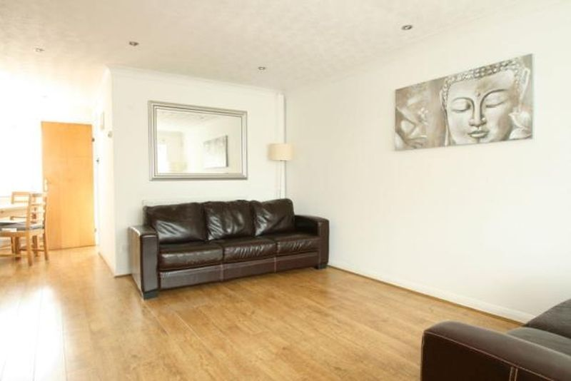 3 bedroom house in Somerford Way, Rotherhite, SE16