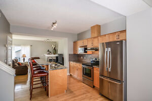Stunning Townhouse in Bridlewood