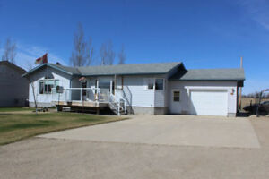 4 Bdrm Bungalow for Sale in Roblin, MB!