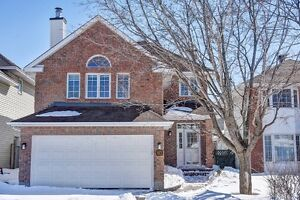 Beautifully updated 3 bed, 3 bath home in Barrhaven!