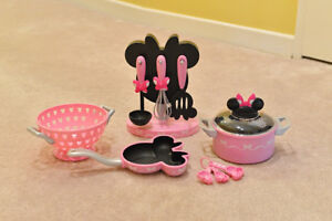 Disney Minnie Mouse Cooking Set Playset